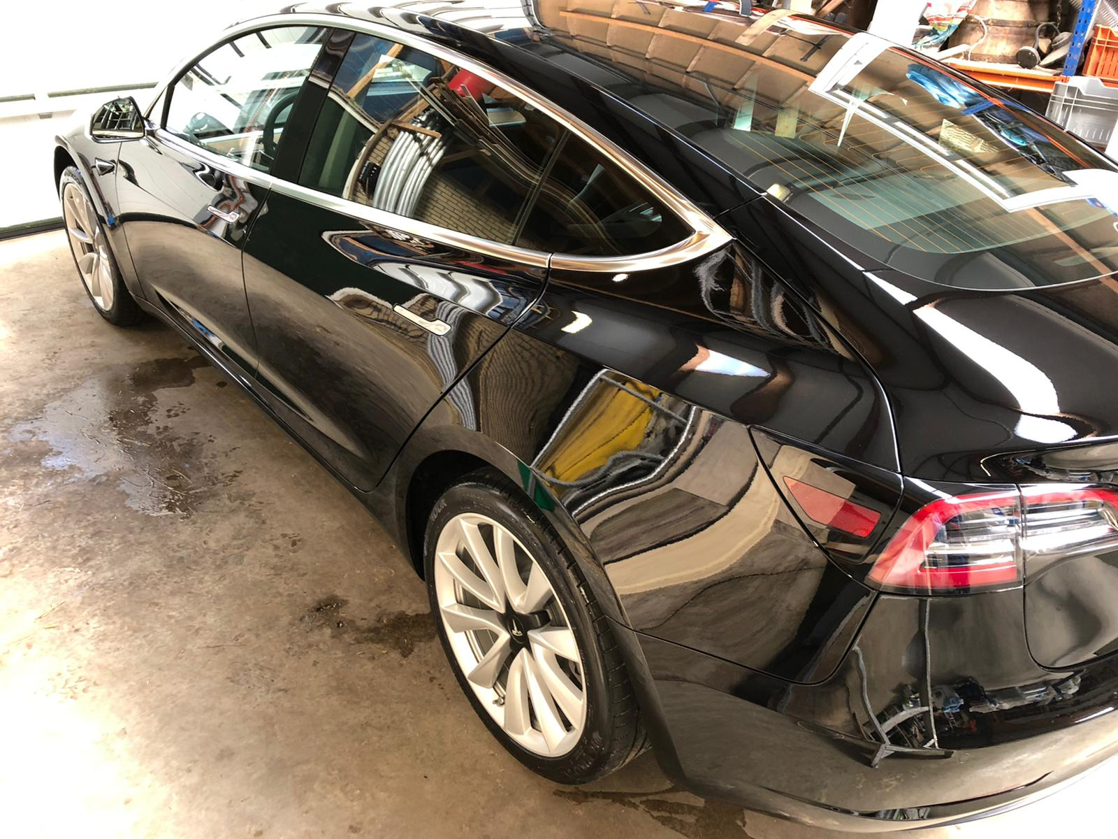 glanzdetail-tesla-model-3-glascoating-op-locatie-7